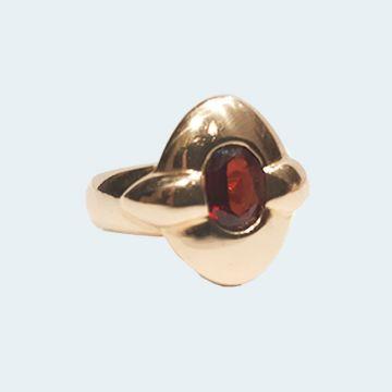Bague moderne avec rubis oval