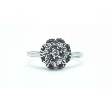 Bague  en forme de fleur avec diamant